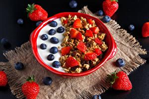 Обои Мюсли Черника Клубника Завтрак Тарелка Пища