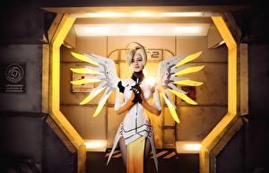 Фотографии Овервотч Крылья Косплей Блондинка Mercy Игры Девушки