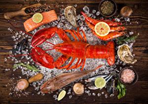 Фотография Морепродукты Омары Креветки Рыба Лимоны Приправы Лед Продукты питания