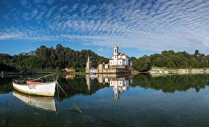 Фото Испания Храмы Церковь Речка Лодки Небо Villaviciosa Города