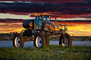 Картинка Рассветы и закаты Сельскохозяйственная техника Трава 2011-17 Valtra BS3020H