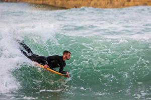 Фотографии Серфинг Море Мужчины Волны Спорт