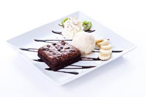 Фото Сладости Пирожное Мороженое Шоколад Десерт Белый фон Шарики Продукты питания