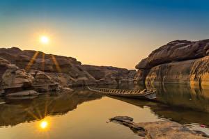 Фотография Таиланд Рассветы и закаты Парки Озеро Лодки Скалы Sampanbok natural stone park Природа