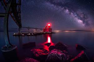 Фото США Мосты Маяки Небо Звезды Камни В ночи Залив Sturgeon Bay Wisconsin Природа
