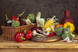 Фото Овощи Перец Чеснок Кукуруза Разделочная доска Корзинка Еда