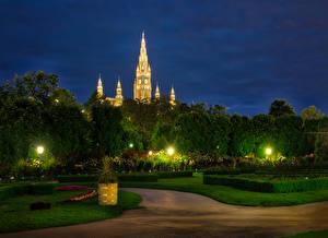 Фото Австрия Вена Парки Вечер Газон Кусты Уличные фонари Природа