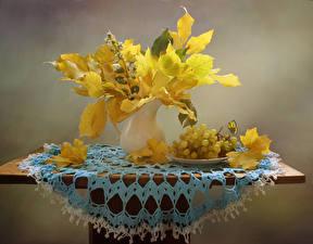 Обои Осенние Виноград Ваза Листья Стол Продукты питания