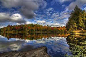 Обои Канада Реки Лес Осенние Небо Квебек Облака Отражение Kingsbury Природа