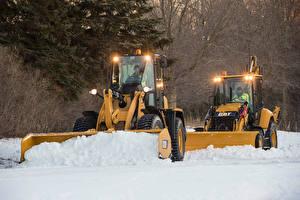 Фотография Снега Вдвоем Ковшовый погрузчик Caterpillar 900-Series Wheel Loaders, Caterpillar 400-Series Backhoe Loaders