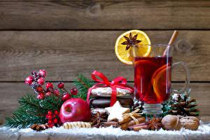 Фотографии Рождество Яблоки Корица Орехи Печенье Бадьян звезда аниса Доски Стакана Пища