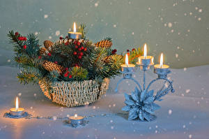 Фото Рождество Свечи Ягоды Корзинка Ветвь Снег Снежинки Шишки