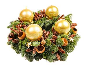 Обои Рождество Свечи Белый фон Ветки Шишки Шар