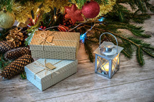 Картинка Рождество Свечи Доски Подарки Шишки