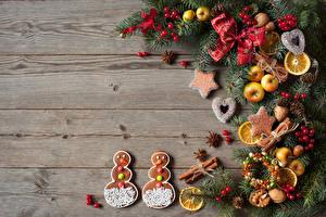 Фотография Рождество Печенье Яблоки Орехи Ягоды Доски Ветки Бантик Снеговики Шишки