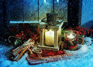 Картинка Новый год Праздники Свечи Корица Рябина Снег Кружка