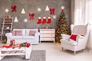 Обои Новый год Праздники Интерьер Дизайн Елка Кресло Диван Сапоги Бантик Стол