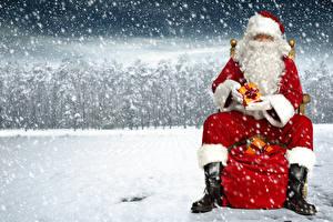 Фотография Рождество Праздники Дед Мороз Подарки Снег Борода Сапоги Снежинки