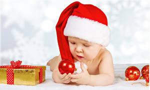 Картинка Рождество Младенца Шапки Шар Подарки Дети