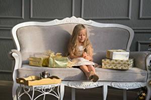Фото Рождество Диван Девочки Подарки Ребёнок