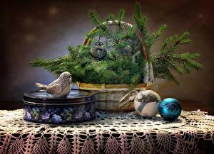 Фотографии Новый год Натюрморт Птицы Часы Корзина Ветки Шар