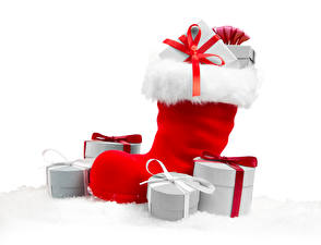 Картинка Рождество Белый фон Сапоги Подарки