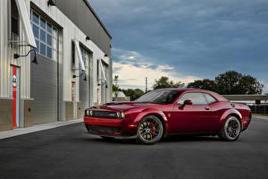 Обои Додж Красные Металлик 2018 Challenger SRT Hellcat Widebody машина