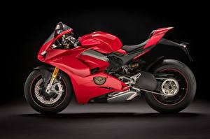 Фотография Дукати Черный фон Красный Сбоку 2018 Panigale V4 S Мотоциклы