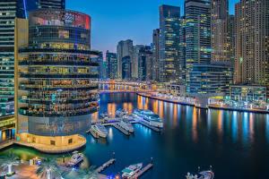 Фотография Объединённые Арабские Эмираты Дубай Дома Реки Вечер Пирсы Речные суда Катера Города
