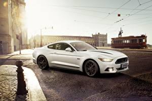 Фотографии Ford Белый Mustang Авто