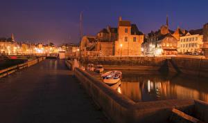 Картинки Франция Дома Мосты Пирсы Ночь Ограда Уличные фонари Honfleur