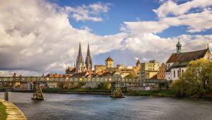 Фото Германия Здания Река Мост Небо Облачно Regensburg город