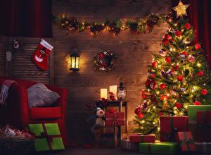 Обои Праздники Новый год Новогодняя ёлка Подарки Кресло Гирлянда Фонарь