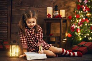 Картинка Праздники Новый год Девочки Фонарь Письмо Ребёнок