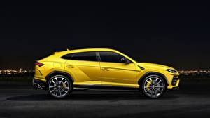 Фотографии Lamborghini Сбоку Желтый 2018 Urus Авто