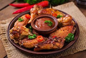 Фотография Мясные продукты Курица запеченная Тарелке Кетчуп Еда