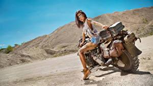 Обои Мотоциклист Шатенка Очки Девушки