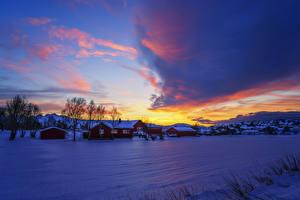 Обои Норвегия Зима Дома Небо Рассветы и закаты Снег Природа картинки