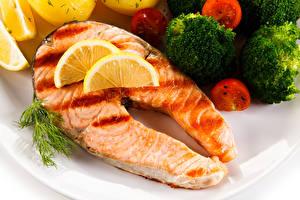 Фото Морепродукты Рыба Овощи Лососи Пища