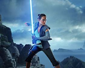 Обои Звёздные войны: Последние джедаи Дэйзи Ридли Мечи Девушки