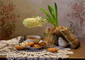 Картинки Натюрморт Чай Печенье Бабочки Гиацинты Птицы Чашка Еда