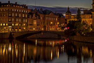 Фотография Швеция Стокгольм Здания Речка Мосты Уличные фонари Ночные