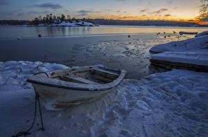 Картинка Швеция Зимние Лодки Вечер Речка Снег Природа