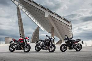 Фотографии Втроем Triumph Street Triple Мотоциклы