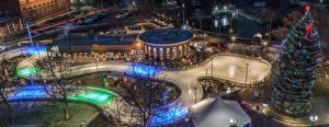 Фотография Штаты Праздники Рождество Вечер Новогодняя ёлка Электрическая гирлянда Уличные фонари Каток Spokane