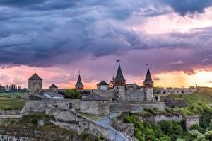 Картинки Украина Крепость Облака Kamianets-Podilskyï Castle Города