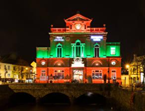 Фото Великобритания Здания Мосты Ночные Уличные фонари Newry Town Hall