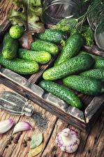 Обои Овощи Огурцы Чеснок Еда картинки