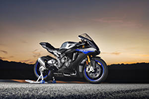 Обои Yamaha Сбоку 2018 YZF-R1M Мотоциклы