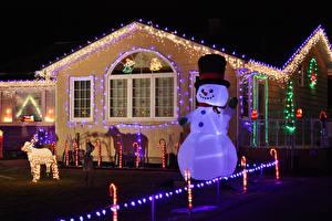 Обои Рождество Канада Здания Электрическая гирлянда Снеговики Ночные Шляпа Prince Edward Island Города